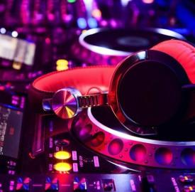 DJ Pult dance techno